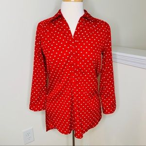 🎉5 for $25🎉 Red Heart Button Down Top
